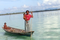 Sama DIlaut fisherman with her children, Omadal Island, Semporna, Malaysia